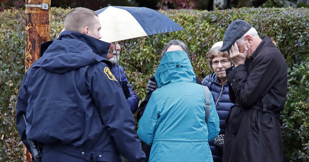 Shooting at Pittsburgh synagogue: At least 11 dead, suspect in custody