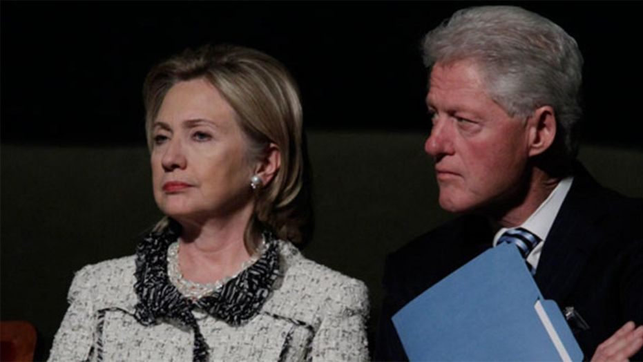 Bill and Hillary Clinton selling discounted tickets on Groupon after sparse crowds on speaking tour